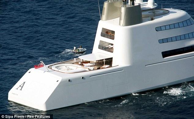 мега яхта Андрея Мельниченко в Лос Анджелесе, Калифорния, США